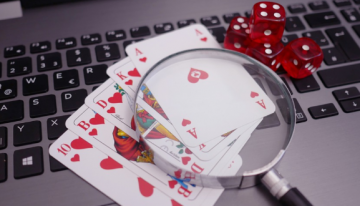 Advantages and perks of playing at online gambling platforms