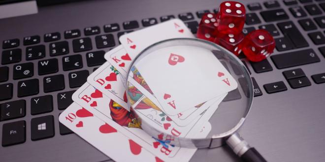 Advantages and perks of playing at online gambling platforms
