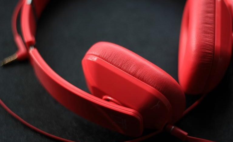 Gaming headset cons